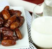 0تعرف على سر الإفطار بالتمر والحليب في شهر رمضان ؟