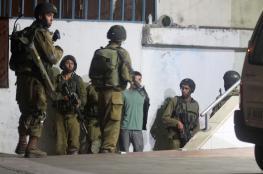 قوات الاحتلال تعتقل طفلا من قلقيلية وشابا من الخليل
