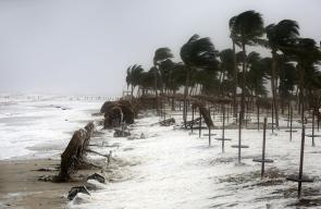 إعصار مونكو الذي يضرب مدينة صلالة بسلطنة عُمان