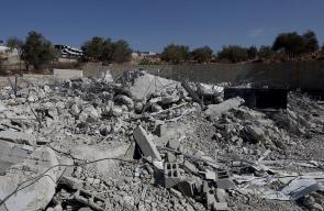 قوات الاحتلال تهدم مزل في رام الله وتغلق آخر في الخليل