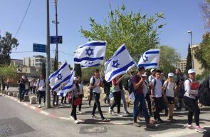 عشرات المستوطنين ينظمون مسيرة أعلام في حي الشيخ جراح