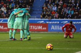 برشلونة يلحق هزيمة قاسية بألافيس في الدوري الإسباني