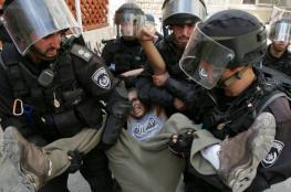 الاحتلال يعتقل شابين من القدس ويغلق طرقا في محيط الأقصى