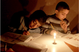 """صحفي """"إسرائيلي"""": المراهنة على مشكلة الكهرباء في غزة لعب بالنار وقد يتحول ضدنا"""