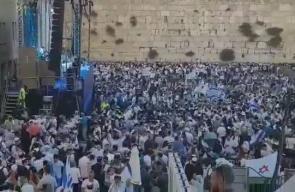 #عاجل #شاهد عشرات الآلاف من المستوطنين اليهود يتدفقون إلى حائط البراق غربي الأقصى المبارك للاحتفال بالذكرى الـ 50 لاحتلال الشطر الشرقي من القدس .