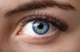 علماء بريطانيون: التحديق في ضوء أحمر لمدة ثلاث دقائق يوميا يحافظ على قوة البصر