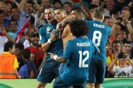 ريال مدريد يكسب برشلونة بثلاثية رغم طرد رونالدو