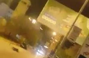 #شاهد مقاومون يطلقون النار صَوب قوات الاحتلال على دوار الداخلية في مدينة جنين