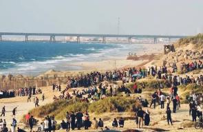 #شاهد | المتظاهرون على حدود غزة والمستوطنون على شاطئ #زيكيم مساء اليوم  تصوير : شادي سلفيتي