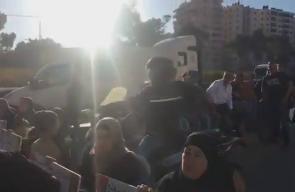 #شاهد ما قالته أمهات الأسرى المضربين لليوم الـ38 على التوالي خلال إغلاق شارع قلنديا شمال القدس المحتلة، قبل قليل.