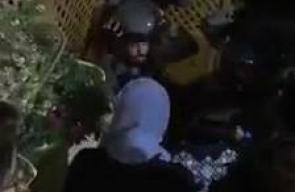 الاحتلال يقتحم منزل المحامية الاسيرة شيرين العيساوي من قرية العيساوية بالقدس ويمزق صورها ، ومن المنتظر الافراج عن العيساوي خلال الساعات القادمة