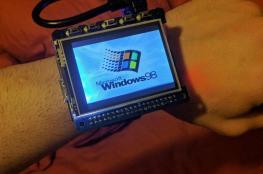 """على خطى نوكيا 3310.. """"ويندوز 98"""" في ساعة يدك"""