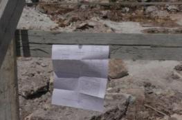 الاحتلال يخطر بهدم غرفة زراعية في قرية الولجة شمال غرب بيت لحم