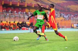 حكم يهدد اللاعبين بمسدس أثناء مباراة في الدوري السوداني