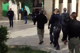 مستوطنون يقتحمون الأقصى واعتقال أحد حراس المسجد