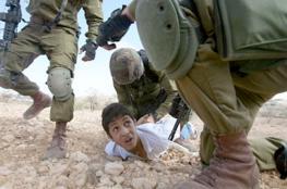 قاصرون يروون قصص التعذيب داخل سجون الاحتلال