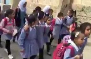 #فيديو خوف طالبات مدرسة البنات التابعة للوكالة في مخيم قلنديا شمال القدس المحتلة عقب اقتحام قوات الاحتلال لها واخلائها