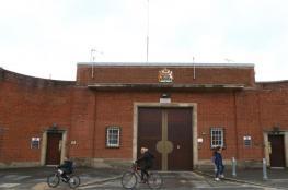 سجن بريطاني يسمح للنزلاء بالهواتف والحواسيب