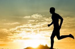 كفيف يطور سماعات تساعده على الجري وحده مسافة 5 كيلومترات