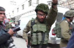 #شاهد   لحظة اعتداء قوات الاحتلال على الصحفيين أثناء تغطيتهم لمسيرة مدينة الخليل.