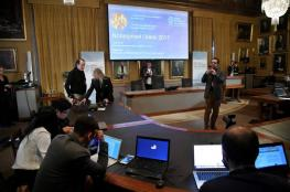 """جائزة نوبل للكيمياء يحصدها فريق طور """"مجهر التجميد"""""""