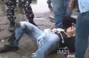 مراسلة صحفية لبنانية تتدخل على الهواء لنجدة متظاهر تعرض للضرب المبرح من الأمن اللبناني خلال تظاهرة أمام السفارة الأمريكية بلبنان اليوم. #القدس_عاصمة_فلسطين