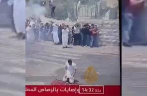 #شاهد لحظة اعتداء جنود الاحتلال على أحد المصلين في القدس