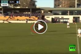 كنغر مشاكس يخرب مباراة كرة قدم في أستراليا!