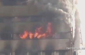 لحظة انهيار المبنى ..  مصرع نحو 30 رجل إطفاء جراء انهار مبنى مؤلف من 15 طابقا وسط طهران بعد اشتعال النيران فيه