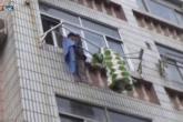 حبل غسيل ينقذ طفلة من موت محقق