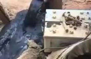 سعودي يكتشف بئرا من النفط في مزرعته  قالت صحيفة سعودية، إن مواطنا في مدينة طابة شرق حائل، وجد بئرا من النفط في منزله، الذي يقع في منطقة بركان خامد يحدث بها العديد من الهزات الأرضية.
