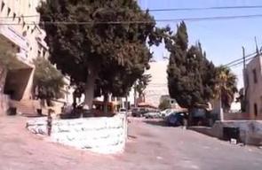 #شاهد لحظة إصابة صحفي وطبيب أمام مستشفى عالية الحكومي في #الخليل برصاص قوات الاحتلال.