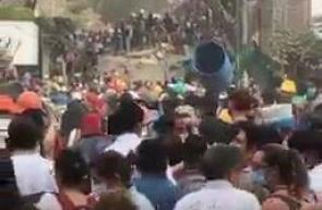 #شاهد احتشاد المواطنين المكسيكيين في الشوارع جراء هدم منازلهم إثر الزلزال المدمر الذي يضرب المكسيك.