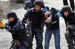 أجهزة أمن السلطة يعتقل مواطنًا ويستدعي 3 آخرين