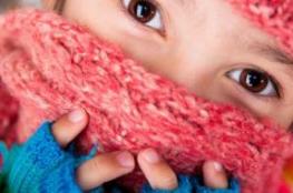 أطباء يحذرون من استبدال قناع الوجه الطبي بالوشاح الشتوي