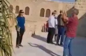 مستوطنون مسلحون يدنسون مسجد مقام النبي موسى