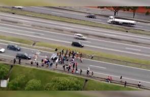 #شاهد سائق سيارة يدهس مجموعة من المتظاهرين في ساو باولو بالبرازيل