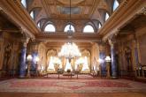 سجادة تاريخية في قصر بإسطنبول تستعيد رونقها بعد عملية ترميم