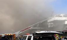 حريق كبير بسفينة تابعة للبحرية الأمريكية في سان دييغو