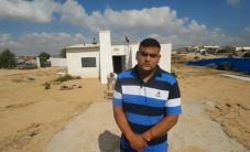 قوات الاحتلال تُجبر المواطن الفلسطيني
