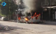 الحرائق التي نشبت في حافلة تقل المدنيين نتيجة استهدافها بالقنابل العنقودية في حي المشهد بحلب  #HolocaustAleppo