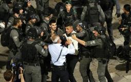 الاحتلال يعتقل شاب بعد الاعتداء عليه - أرشيفية -