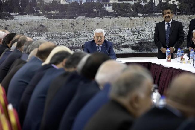 قيادة فتح: السلمية لمواجهة إسرائيل والعقوبات والقوة مع غزة