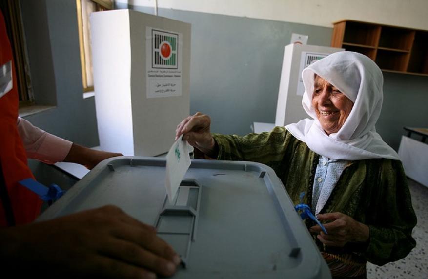 عباس يقرّر إجراء انتخابات المجلس التشريعي في مايو المقبل