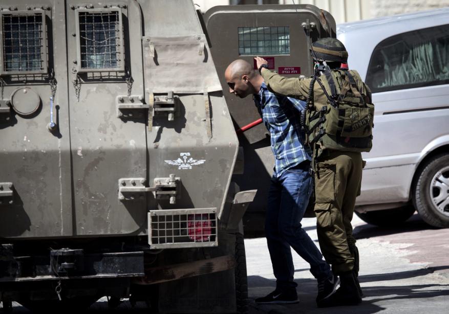 الاحتلال يعتقل 3 شبان برام الله بزعم حيازتهم عبوات متفجرة