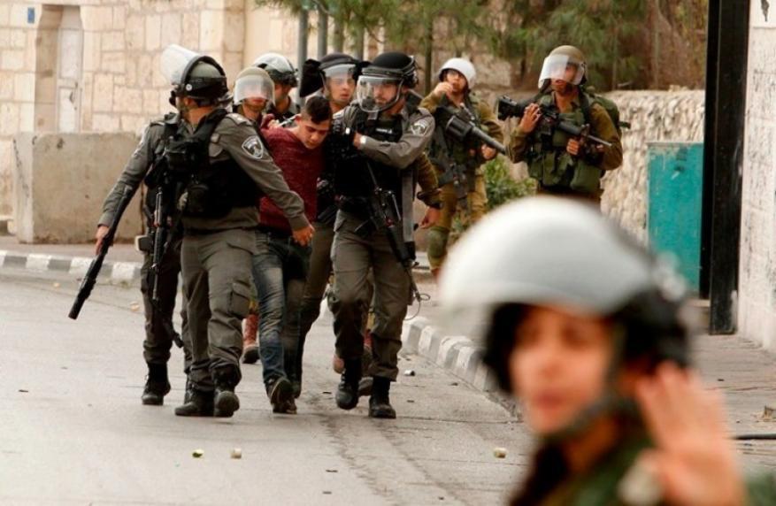 الاحتلال يعتقل 10 مواطنين بحملة مداهمات واسعة بالضفة