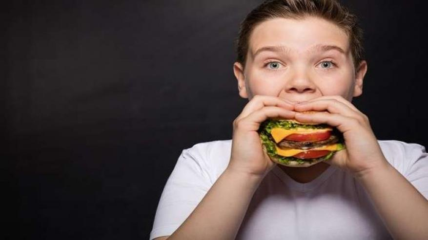 دراسة تكشف رابطا خطيرا بين طريقة تناول الطعام والموت المبكر
