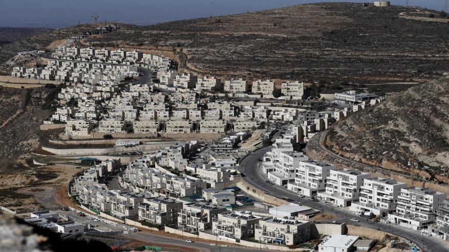 """الاحتلال يتجه إلى """"شرعنة"""" عشرات البؤر الاستيطانية بالضفة"""
