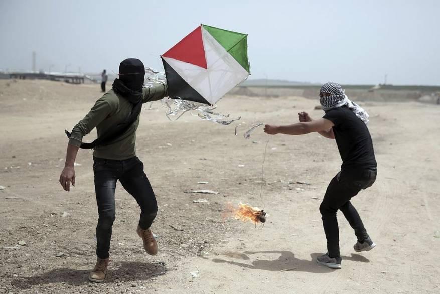 غانتس يهدد غزة: سنطلق صاروخًا مقابل كل طائرة ورقية تُطلق من القطاع