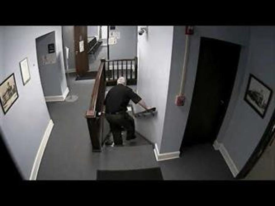 هروب شخص من المحكمة بعد الحكم عليه في قضية مخدرات